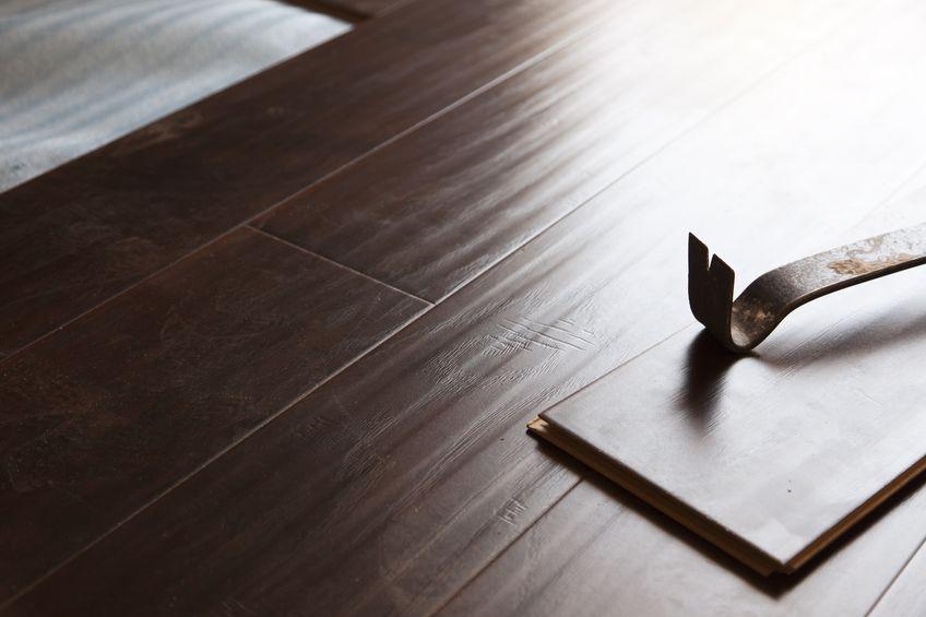 neu f r den innenausbau laminat mit holztouch. Black Bedroom Furniture Sets. Home Design Ideas