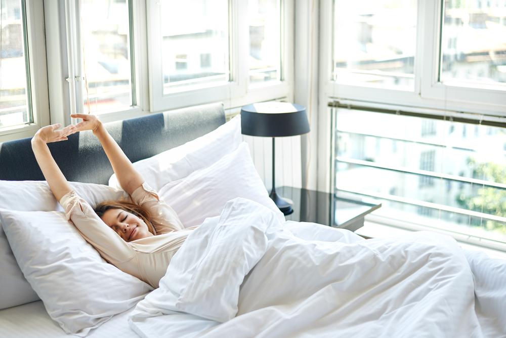 Das Schlafzimmer zum Wohlfühlort machen (Bild: Nenad Aksic - shutterstock.com)